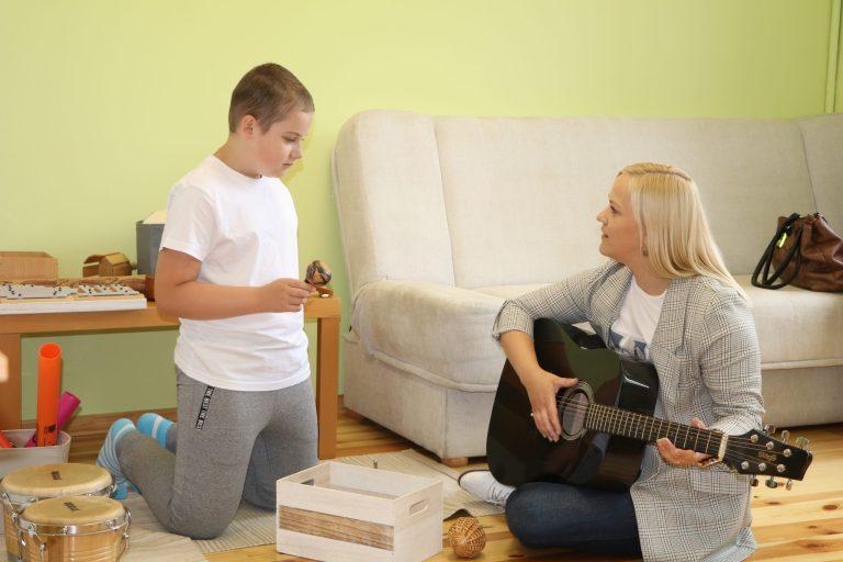 Alūksnē darbu uzsācis POP-UP sociālās rehabilitācijas centrs, kurā mūzikas terapijas pakalpojumus piedāvā sertificēta mūzikas terapeite Ieva Malteniece