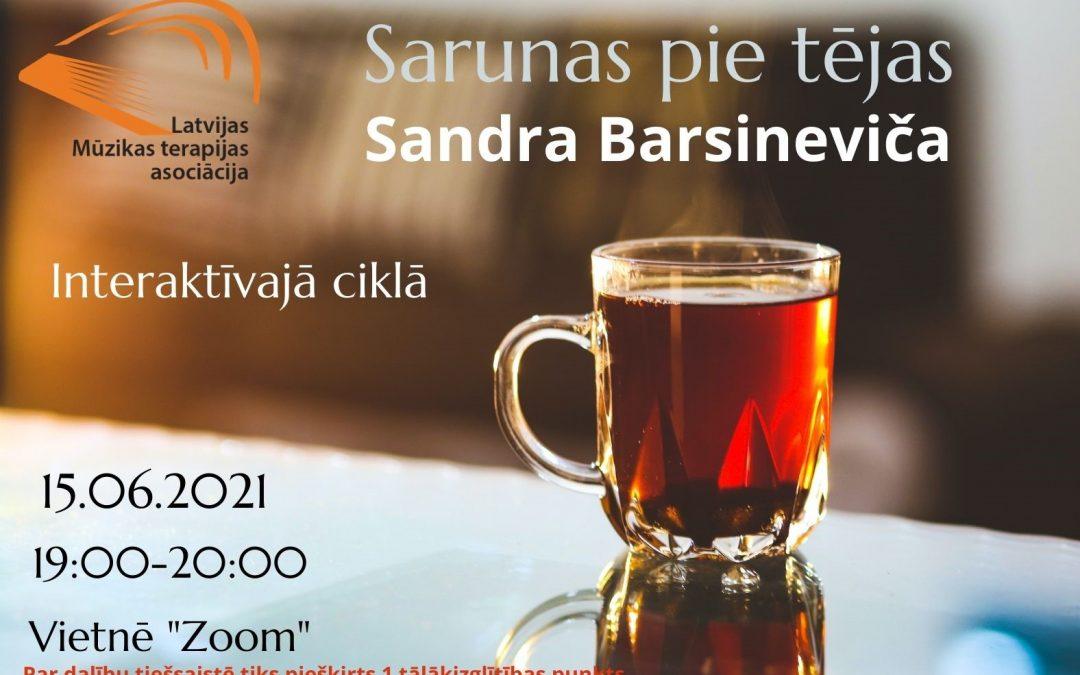 Saruna kopā ar mūzikas terapeiti Sandru Barsineviču